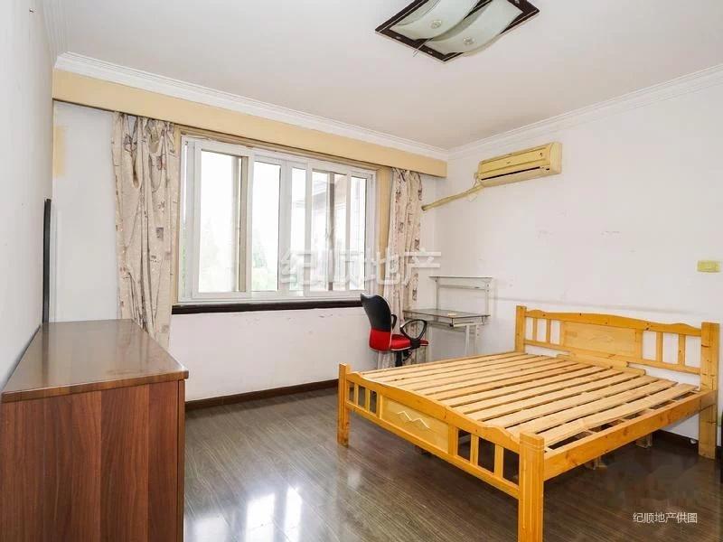 岭南公寓 静安区 1号线 南北通透 板式房型 全明 一梯