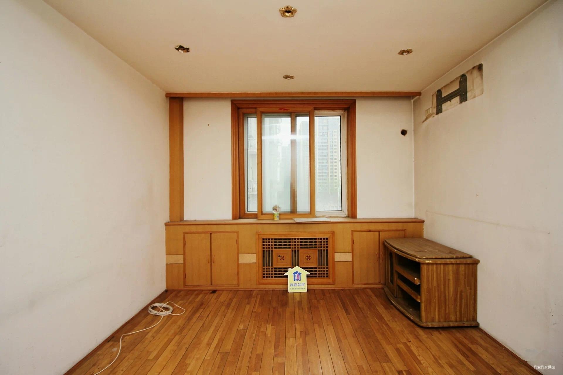 金合园,两室的房子精装修,南北通透户型,有钥匙随时看房,急售