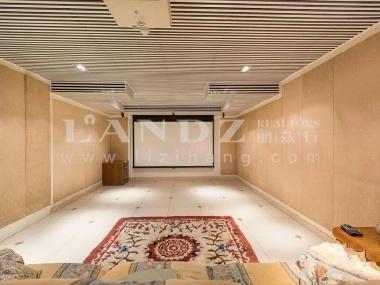 客厅7米挑高,带南向600平水景花园,有景观露台,三卧朝南