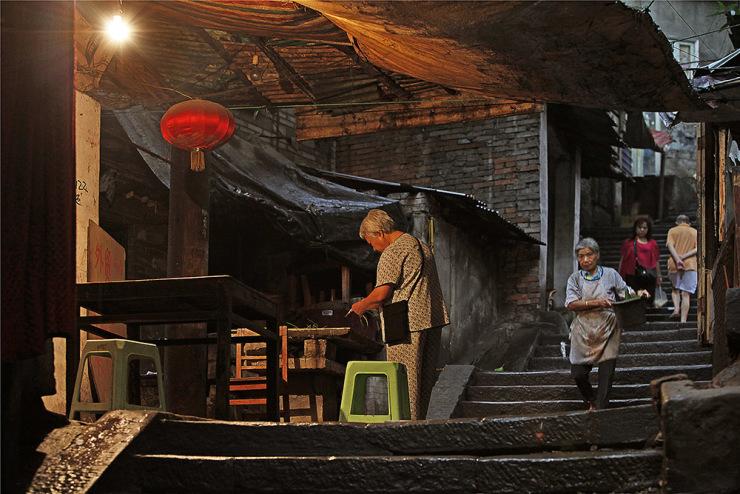 十八梯是重庆渝中半岛的一条街,象征着真正的山城老重庆.