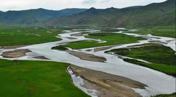 风景区是集森林,草原,冰川为一体的自然生态旅游区,著名景点祁连山等.