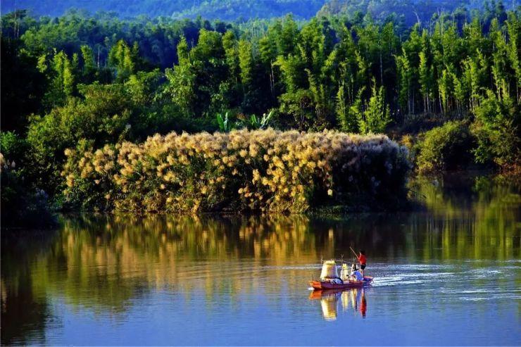 有广东省重点旅游项目 叫东江画廊 ▼ 在河源,有国家4a级旅游风景区