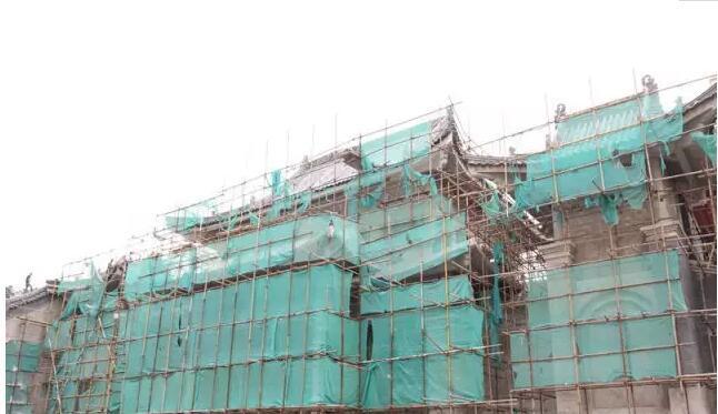华夏宫盖瓦完成,后续开展木结构,青砖,油漆彩绘及外墙砌砖作业