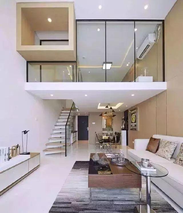 给大家介绍一套现代简约风格的复式户型,那是一朋友家的复式单身公寓图片