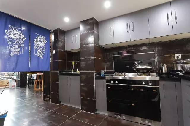 厨房深色瓷砖效果图