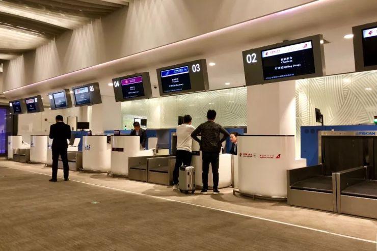 提供值机服务的有东方航空和上海航空,国际航空,南方航空,吉祥航空