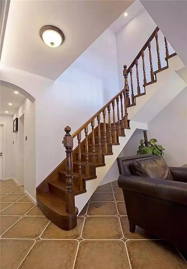 买了复式房,楼梯要怎么装才更高档?自建房也可以看看