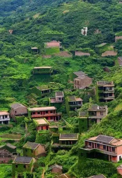 这就是位于舟山嵊山岛东北部的后头湾村 一个被大自然吞没的最美村庄