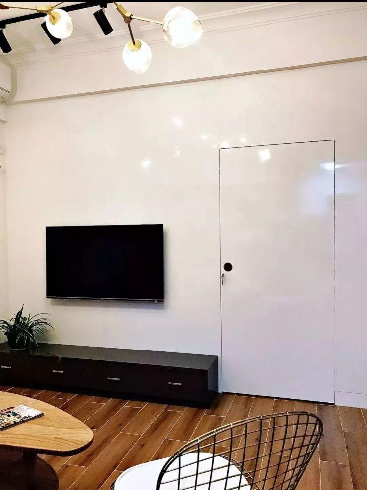 客厅的电视墙有扇门?对就这么装的