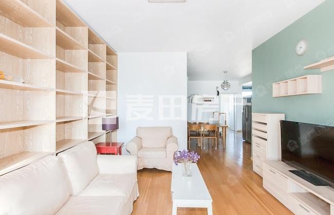 卧室客厅带弧形大阳台 中高楼层 南北通透 直通车库 看房方便
