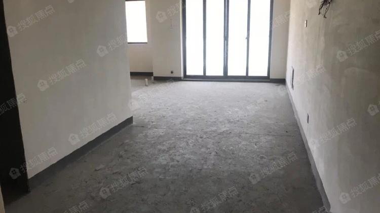 青山鹤岭 148万 露台70方有产权 2室2厅1卫 毛坯业主