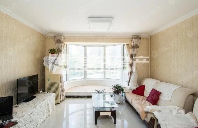 圣馨大地家园 欧式风格建筑 圆弧落地大飘窗