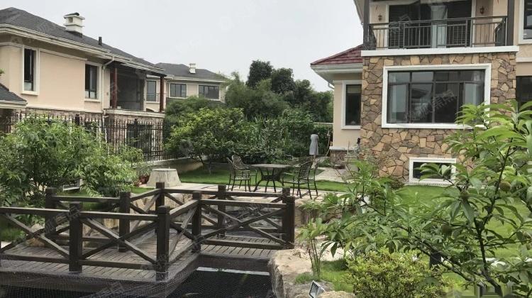 装修,平整的让人惊叹的大花园果园菜园鱼池一应俱全图片