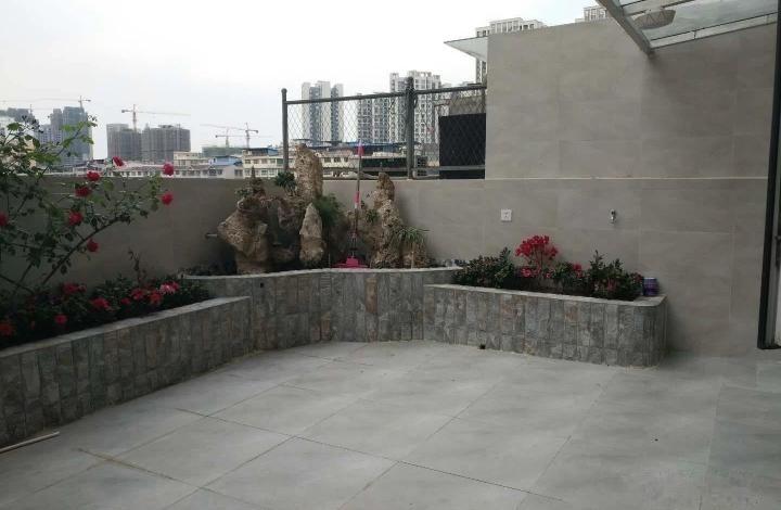 塞纳阳光全新欧式精装3室2厅1卫 带露台花园假山鱼池证满税低