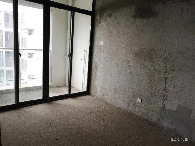 昊然风景朝南超 级视野楼中楼,毛坯 学期 地铁 房仅328万