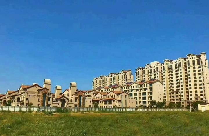 万荣小镇紧邻动物园万荣森林公园,颐养公园,小园森林公园