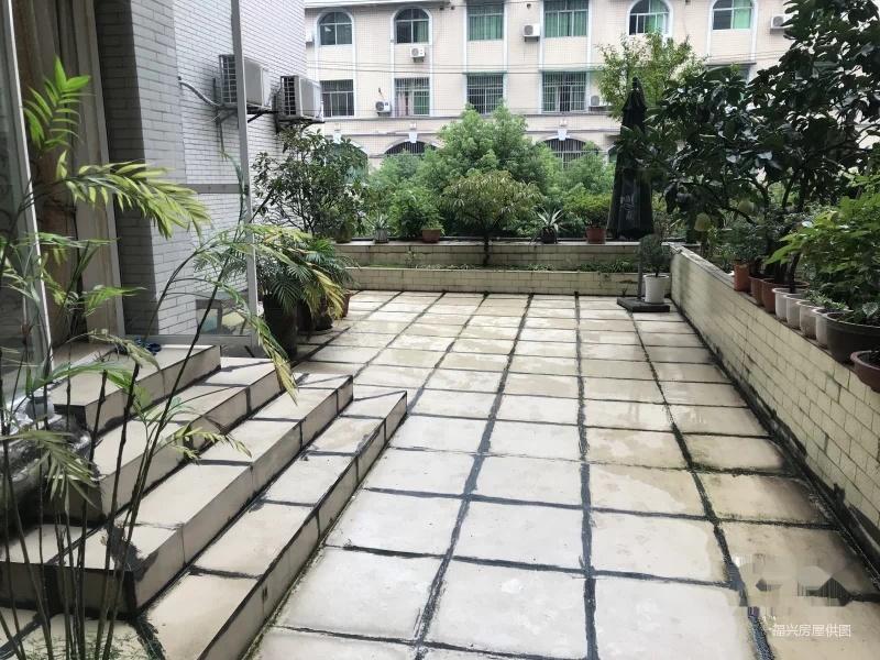紫荆花园 家装步梯大三房 家具家电齐 带有坝子 出行方便安逸图片