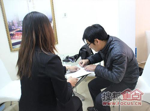 客户签订合同