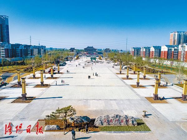 洛阳又增一地标性建筑 新区定鼎门广场一期落成