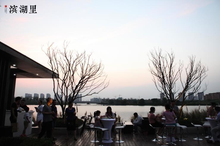以潮越之姿绽放两湖之巅 滨湖里国际湖居音乐节燃动两湖
