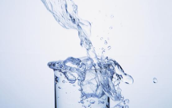 美的饮水方式新革命――品质生活,先从一杯水的改善开始