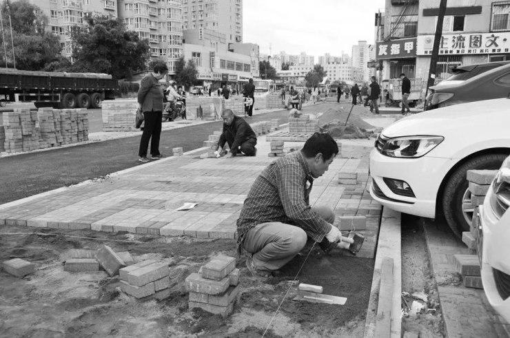 大同 武定北路(新华街段)开始铺设沥青
