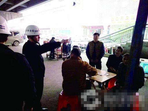 船山大桥下牌馆被城管行政执法部门依法取缔