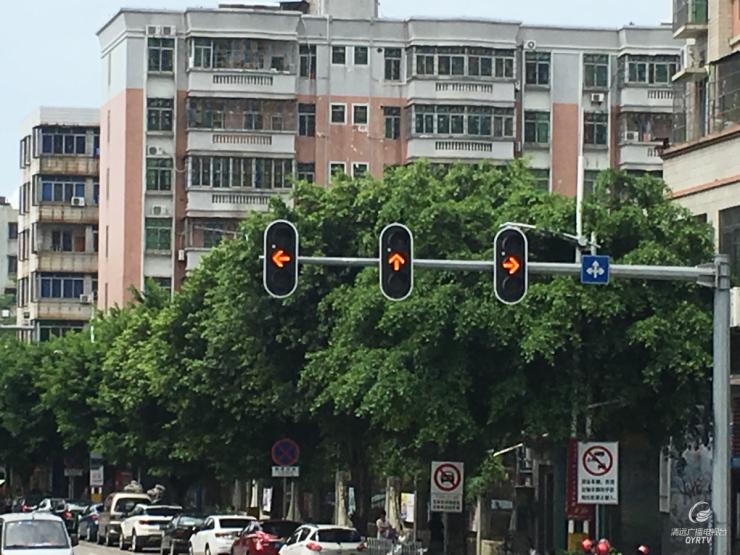 清新:这几个路口黄灯咋一直亮?