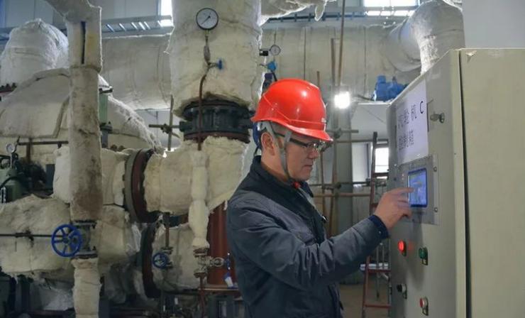 里彦供热首站内设备调试基本完成,热源入城项目全线贯通