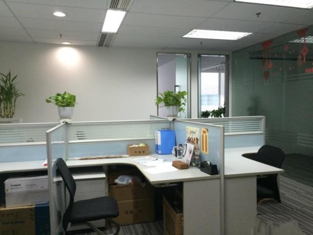 长泰广场新出190平精装带家具,地铁口,俯瞰张江