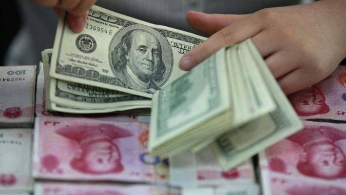 人民币对美元汇率跌至7字关口 货币贬值以租养贷或于楼市复兴