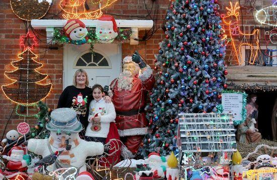 疯狂夫妇花一万英镑将房子改成圣诞豪宅 引众多游