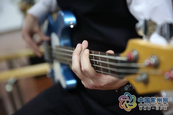"""常州有只""""四国乐队"""" 王力宏校友弹吉他"""