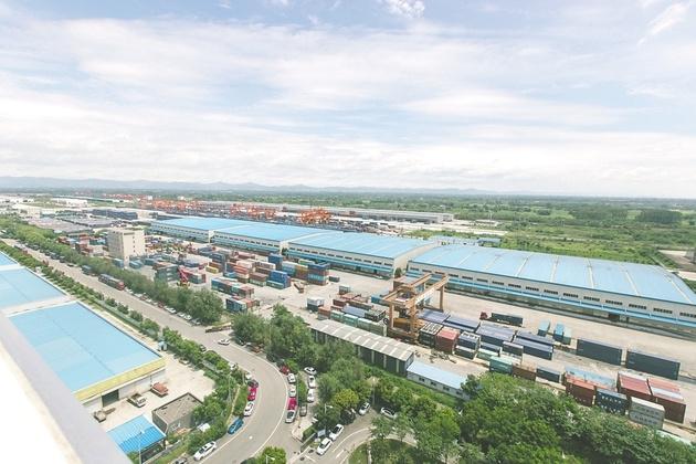 """通道、贸易与产业联动:成都青白江借中欧班列打造""""四向拓展""""战略通道"""