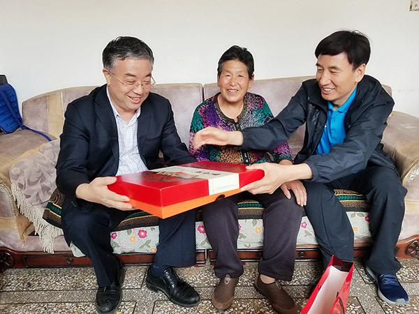中国(太原)煤炭交易中心:心系贫困户 帮扶忙不停