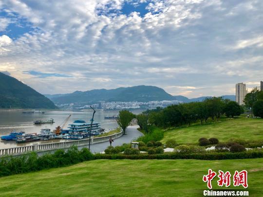 重庆环湖岸边环境整治 还市民绿色生态空间