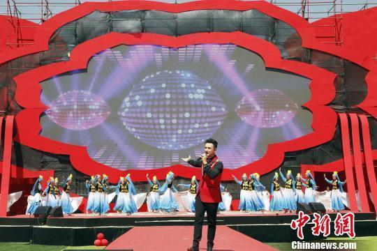 """青海省第三届丝路花儿艺术节启幕 广邀唱家""""漫花儿"""""""