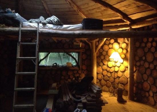英男子放弃伦敦舒适生活森林中自建木屋回归田园