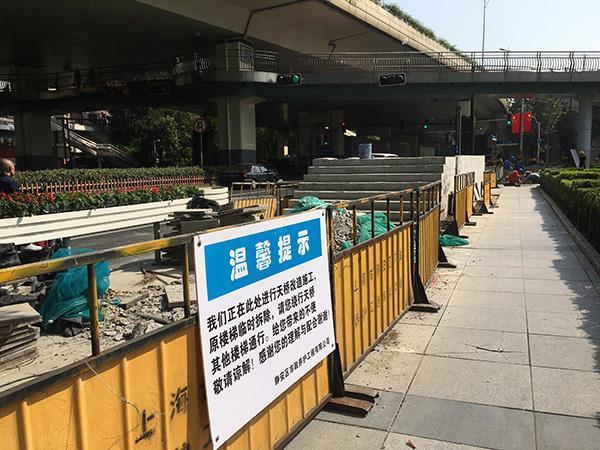 延安中路陕西北路人行天桥要拆?实为大修将装三组自动扶梯